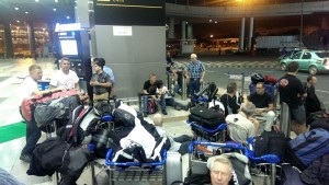 Tag 1: Dehli bei Nacht – Ist doch auch am Airport schön.
