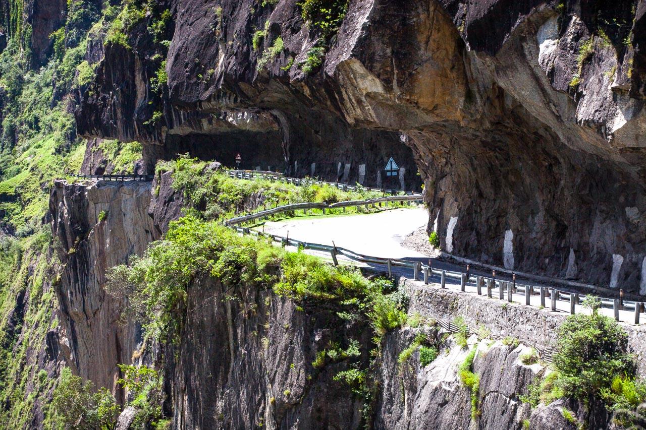 Tag 3: Es grünt so grün Richtung Tibet. Dorfbeschallung, Schürfwunden und Hinduismus.