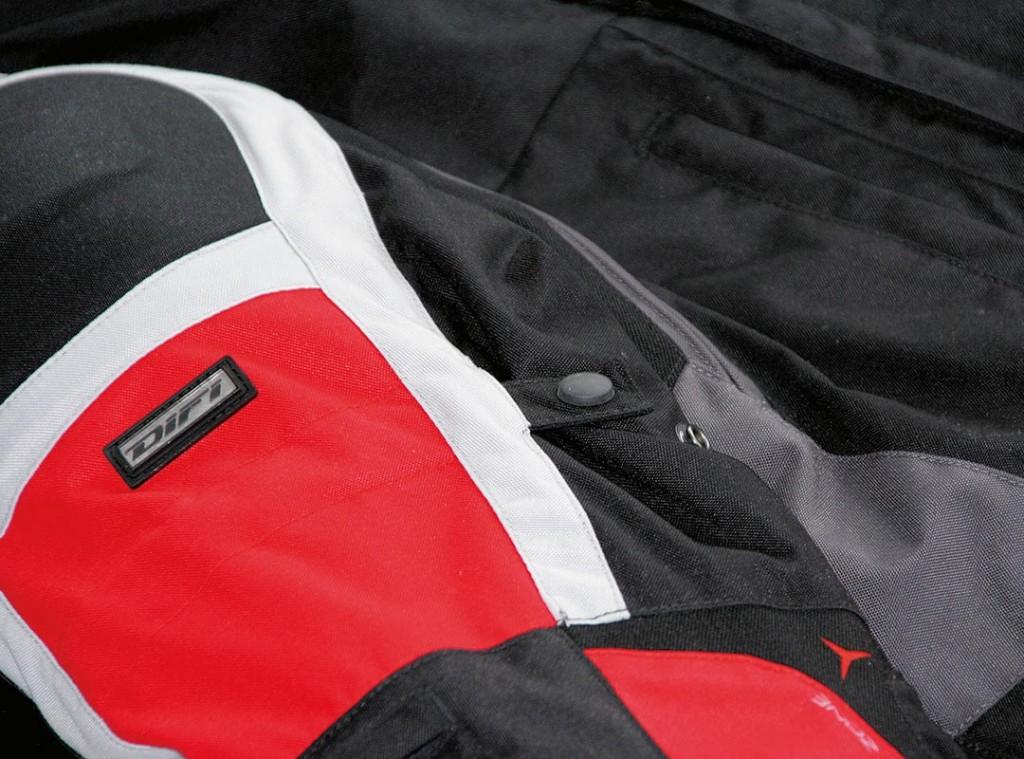 Motorradbekleidung reinigen und pflegen